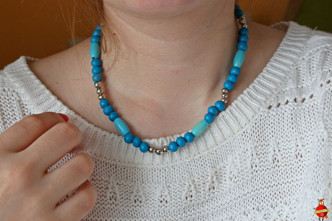 Wooden neckless (blue wave)