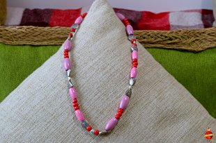 wooden neckless (pink and red)