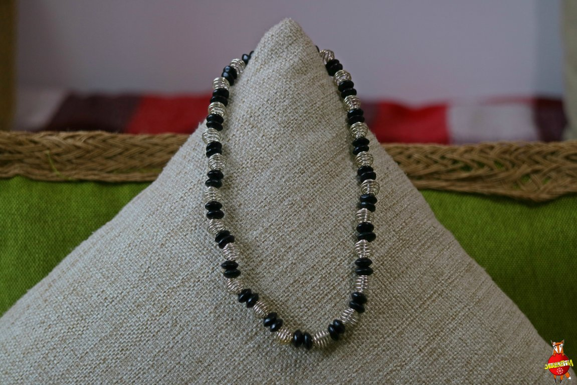 Wooden neckless (black and metal)