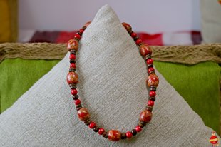 Wooden neckless (red folk)