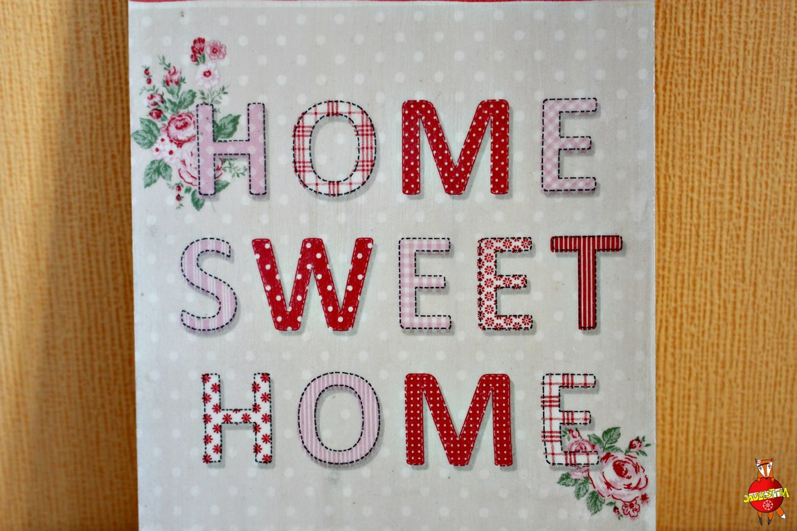 "wooden board ""Home Sweet Home"""