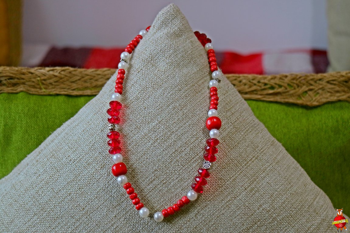 Wooden neckless (red)