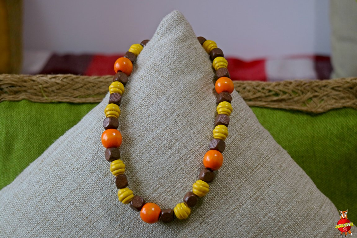 Wooden neckless (chocolate berries)