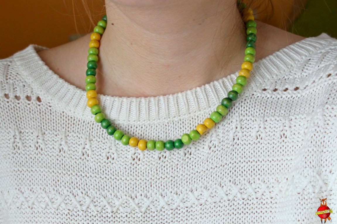 Wooden neckless (green)